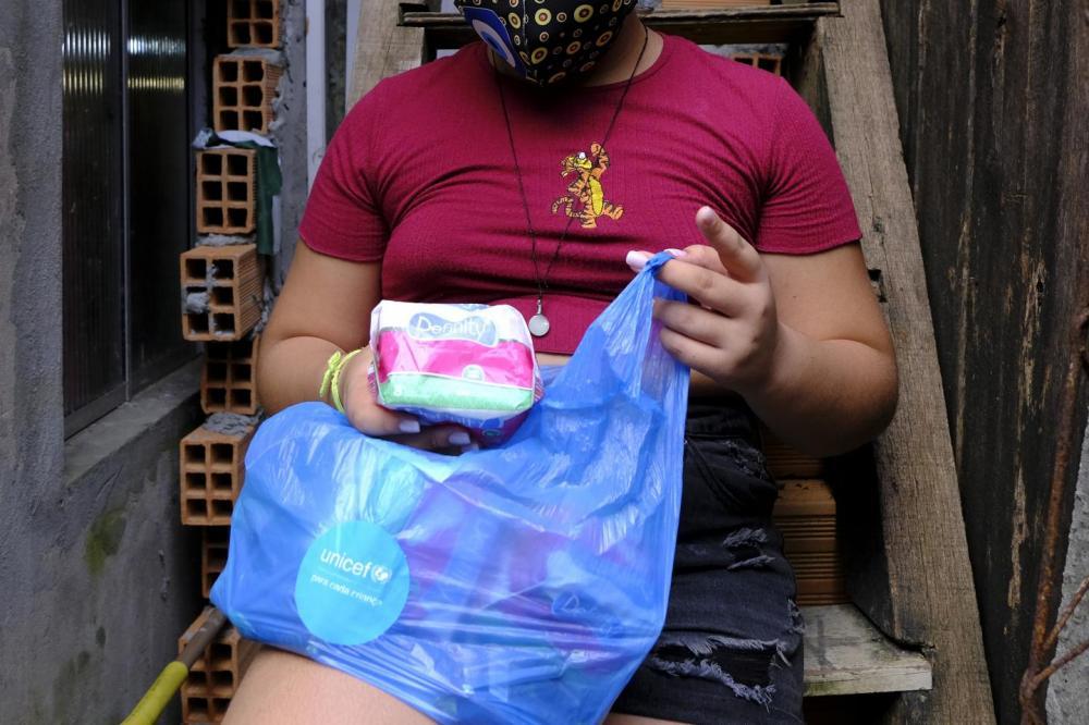 No Brasil, milhões de meninas carecem de itens básicos para cuidados menstruais