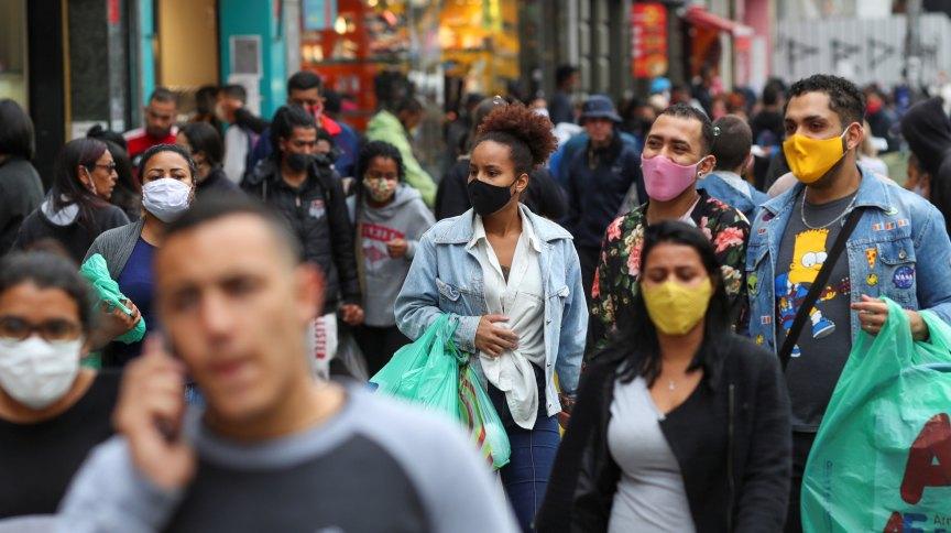 Apesar do cenário melhor, é preciso manter os cuidados, como o uso da máscara