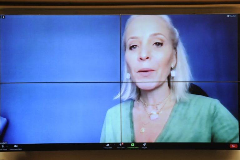 Ana Paula Sohn: busca pelo conhecimento melhora autoestima e aproxima gerações - (Foto: Gustavo Sales/Câmara dos Deputados)