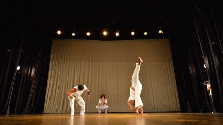 A capoeira também é dança e expressão corporal - (Foto: Beto Morais/Governo do Espírito Santo)