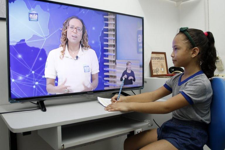 Durante a pandemia de Covid-19, escolas adotaram aulas on-line - (Foto: Divulgação/Prefeitura de Manaus)